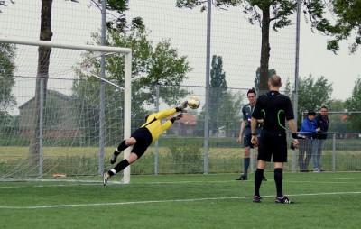 Penalty stop 1 Nando Dordrecht